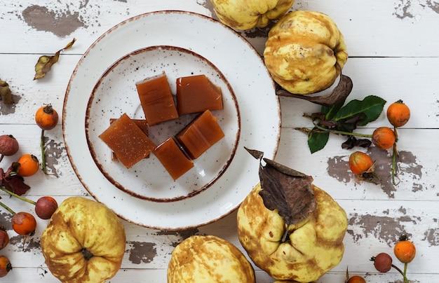 Ser pigwa lub marmolada jest słodki