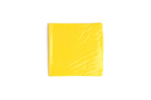 Ser topiony na białym tle.
