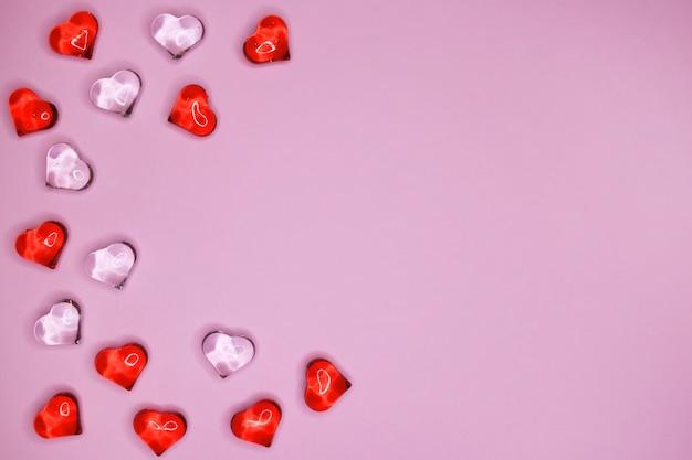 Serca dane na różowym tle. walentynki