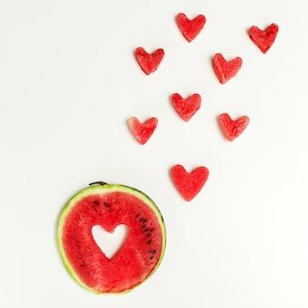 Serce arbuza na białym tle