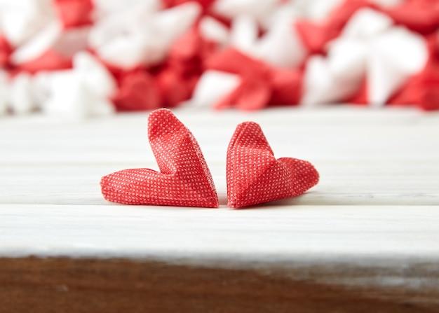 Serce biały i czerwony papier bez drewna