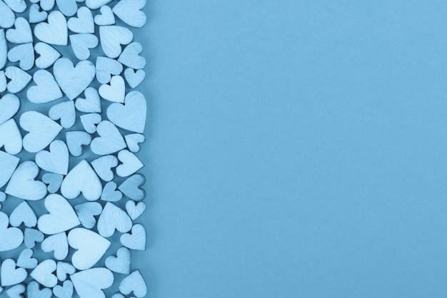 Serce tło świętego walentego w lewo. kolor niebieski.