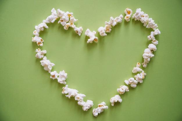 Serce tworzących popcorn