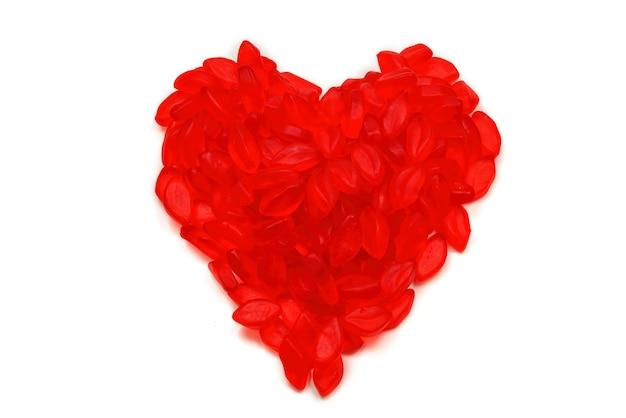 Serce wykonane galaretki usta na białym tle. widok z góry. słodycze galaretkowe.