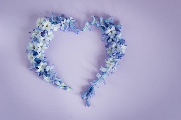 Serce wykonane z kwiatów hiacyntów
