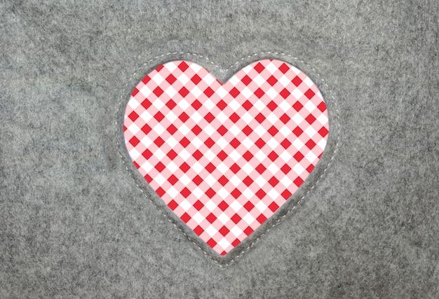 Serce z filcu w kratę