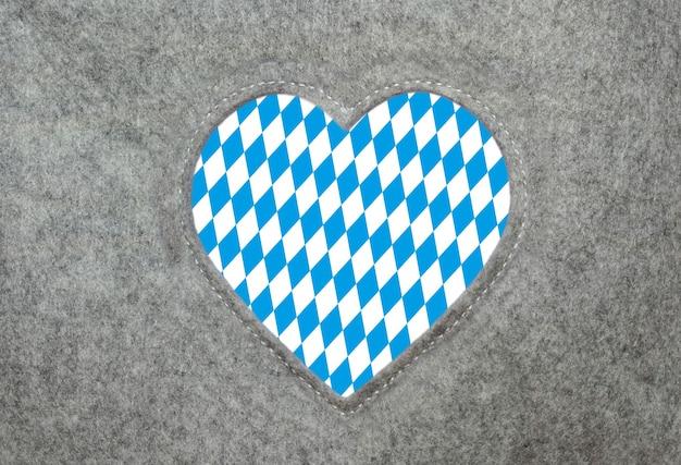 Serce z filcu z bawarskim wzorem