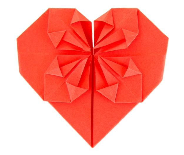 Serce z papieru origami na białym tle