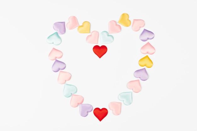 Serce z serc. walentynki serce, symbol koncepcji miłości. na białym tle.