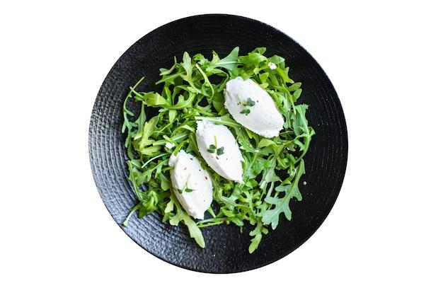 Serek śmietankowy z zieloną sałatą quenelle mieszanka świeżej sałaty liście dieta cuenelle dieta keto lub paleo