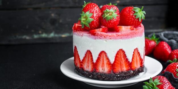 Sernik strawberrie słodkie ciasto mascarpone