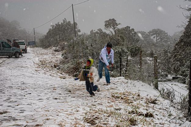 Serra de santa catarina, południowy region brazylii, jedno z największych zjawisk śnieżnych, jakie kiedykolwiek widziano w całej jej historii.