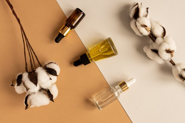 Serum kolagenowe do twarzy w przezroczystych szklanych buteleczkach