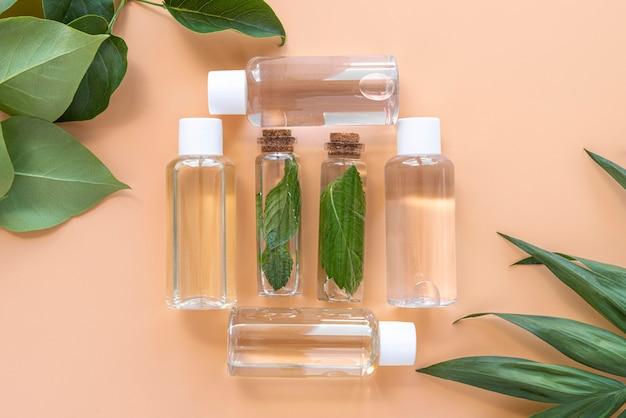 Serum kosmetyków naturalnych leżące płasko