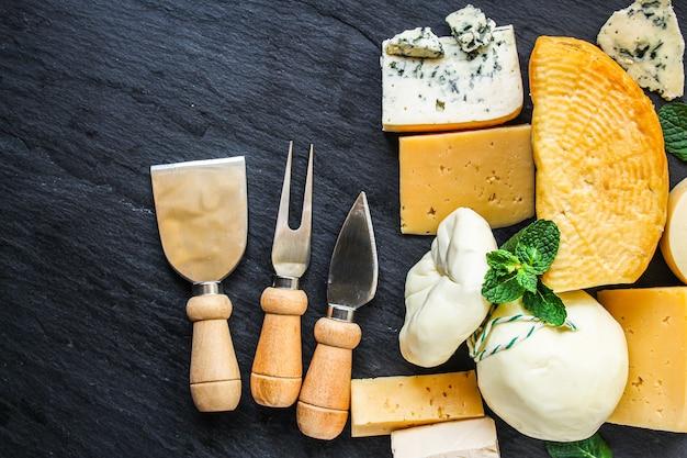Sery wiele różnych rodzajów i klas danie na stole smaczne