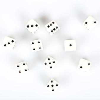 Set biali kostka do gry kostka do gry na białym tle