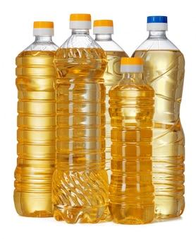 Set olej słonecznikowy w plastikowej butelce odizolowywającej na białym tle