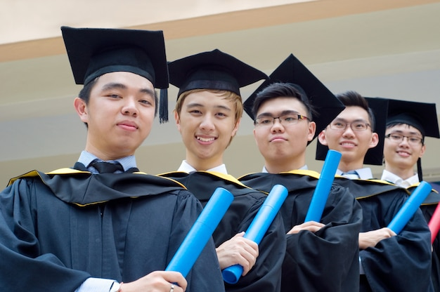 Setapak, kuala lumpur, malezja. 07 listopada 2015: absolwenci universiti tunku abdul rahman (utar)
