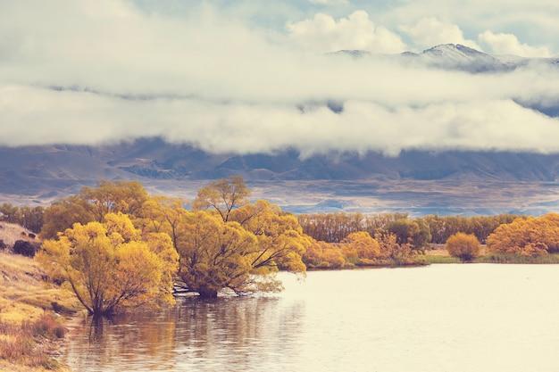Sezon jesienny w górach nowej zelandii