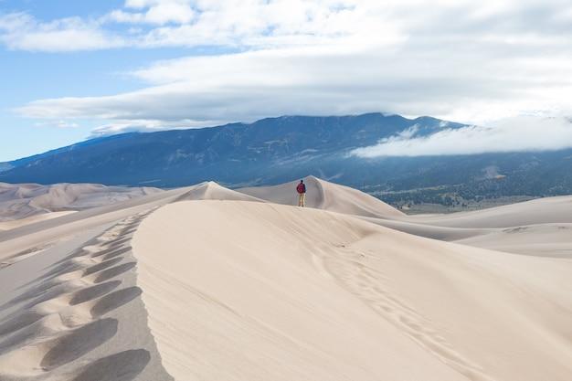 Sezon jesienny w parku narodowym great sand dunes, kolorado, usa