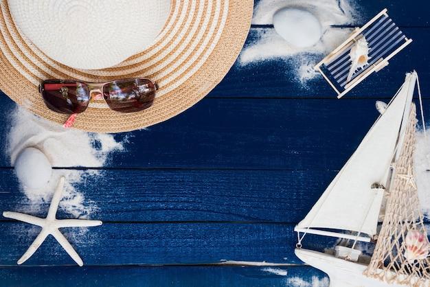 Sezon letni na plaży. zrelaksuj się na wakacjach i skopiuj miejsce na tekst