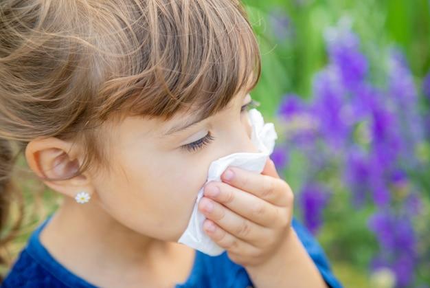 Sezonowa alergia u dziecka. katar.
