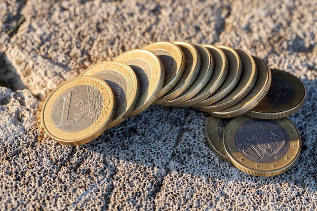 Sfotografowane zbliżenia monet unii europejskiej - euro. mała głębia ostrości
