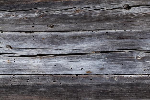Sfotografowany zbliżenie starych desek ściany drewnianej szopy
