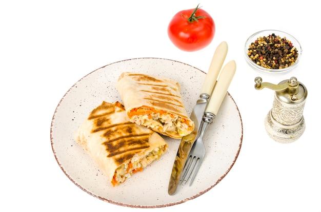 Shawarma, pita, tortilla z kurczakiem i pikantną marchewką