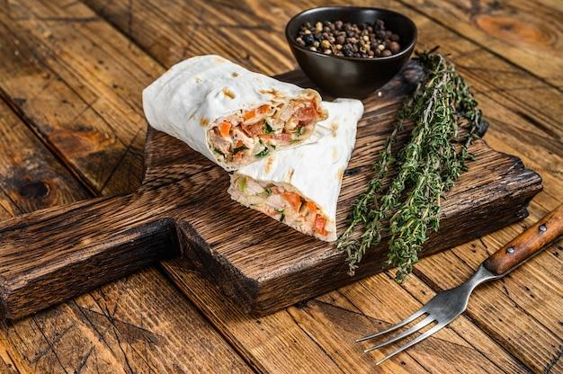 Shawarma roladka kanapkowa z kurczakiem lavash, wołowiną i grzybami