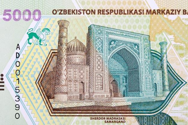 Sherdor madrasasi w samarkandzie z uzbeckich pieniędzy