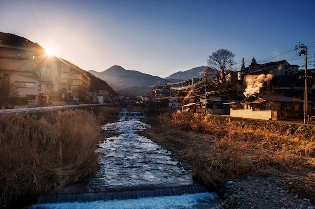 Shibu onsen miasto pejzaż miejski przy wschodem słońca