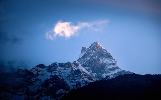Shining mount fishtail, nepal