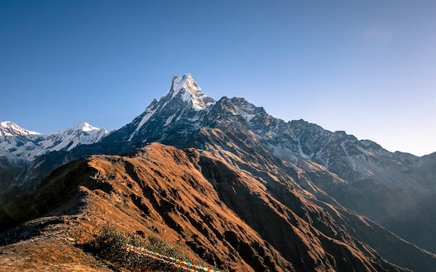 Shining Mount Fishtail, Nepal. Premium Zdjęcia
