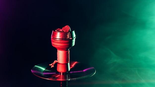 Shisha czerwone gorące węgle na fajki wodne w metalowej misce