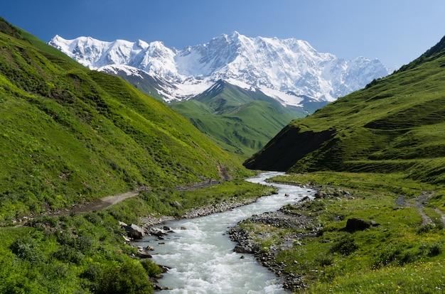 Shkhara góra na kaukazie