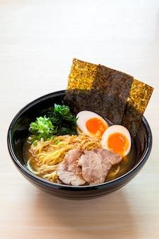 Shoyu ramen, japoński makaron