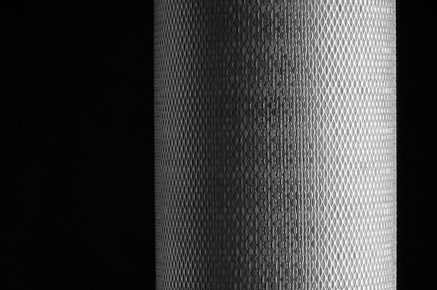 Siatka metalowa do filtra w rolce na czarnym tle
