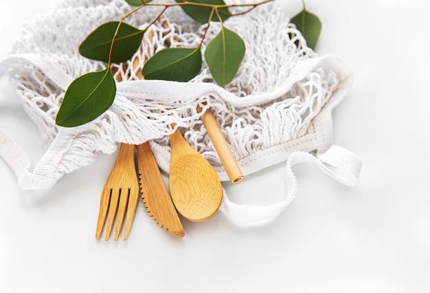 Siatkowa torba i bambusowe sztućce