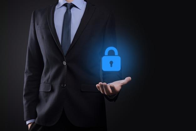 Sieć bezpieczeństwa cybernetycznego. ikona kłódki i sieci technologii internetowej