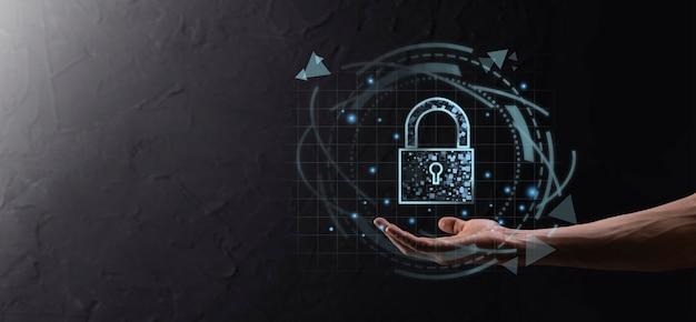 Sieć bezpieczeństwa cybernetycznego. ikona kłódki i sieci technologii internetowych. biznesmen ochrony danych osobowych, wirtualny interfejs. pojęcie prywatności ochrony danych. rodo. ue.przestępczość cyfrowa