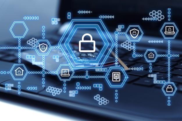 Sieć bezpieczeństwa cybernetycznego. ikona kłódki i technologia sieciowa oraz zakupy w sklepach internetowych