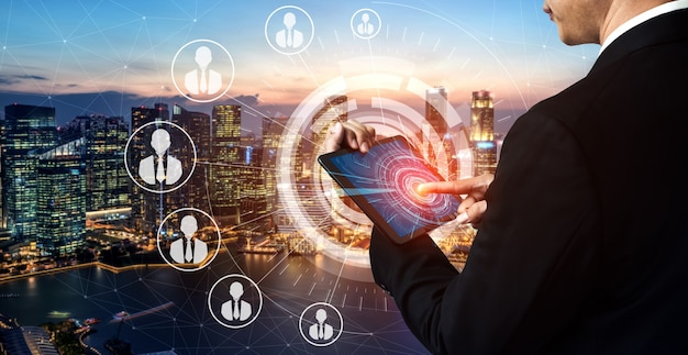 Sieć osób i koncepcja komunikacji globalnej