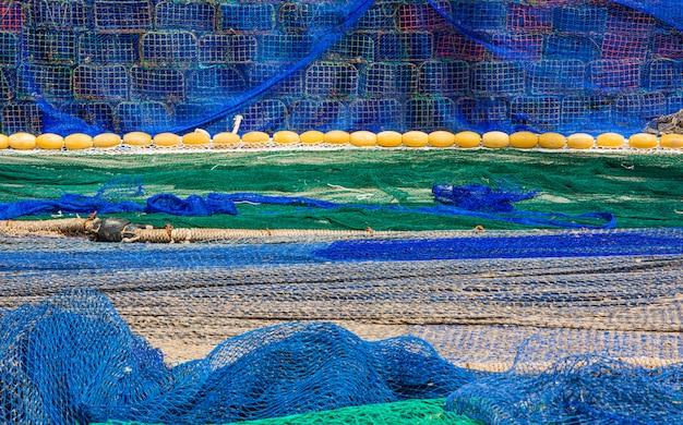 Sieci rybackie na podłodze