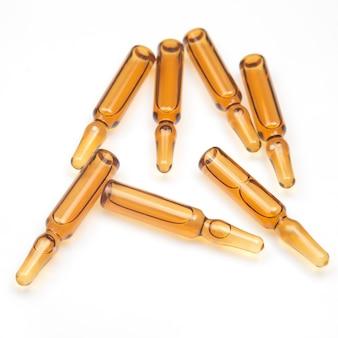 Siedem medycznych ampułek szklanych do wstrzykiwań leku