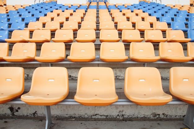 Siedzenia na stadionie sportowym