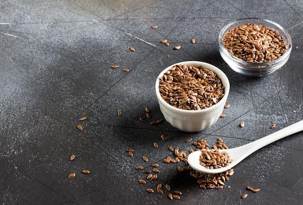 Siemię lniane nasiona lnu superfood pojęcie zdrowej żywności ekologicznej