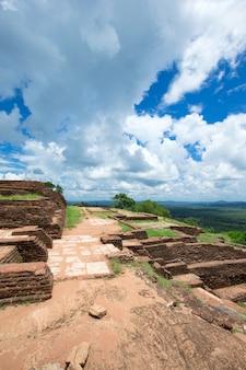Sigiriya lion rock fortress na sri lance