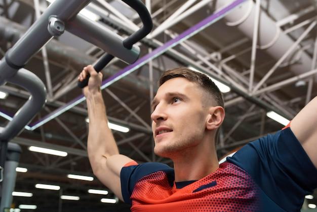 Siłacz, trening w siłowni