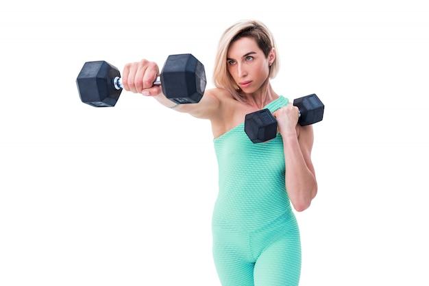 Silna kobieta ćwiczenia ze sztangą